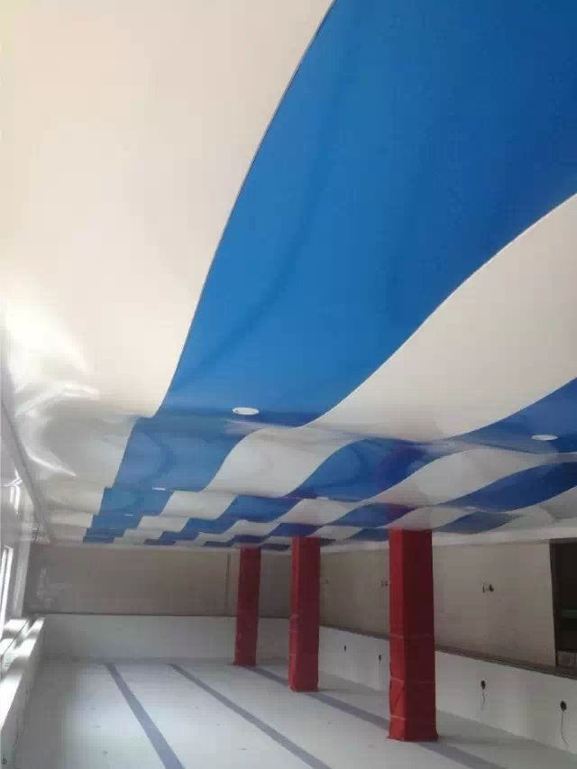 宁芬堡健身会所泳池 蓝白波浪